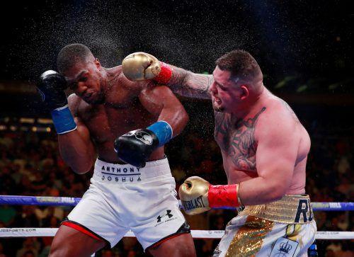 Beim ersten Kampf im Madison Square Garden in New York erschütterte Andy Ruiz jr. die Boxwelt, als er als krasser Außenseiter Anthony Joshua (l.) besiegte.Reuters