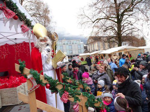 Beim Nikolaus konnten die Kinder ihre Wunschzettel abgeben und bekamen vom braven Bischof eine kleine Überraschung. tf