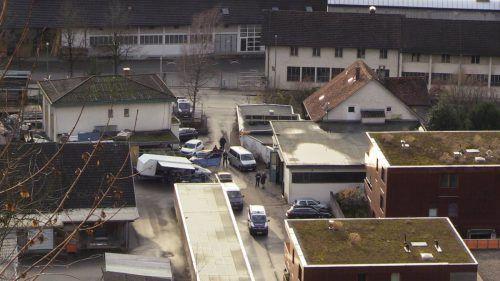 Beim Versuch, einen Pkw auf einen Anhänger zu verladen, fand ein 54-jähriger Schwarzacher im Bereich Gütle in Dornbirn den Tod.  Shourot