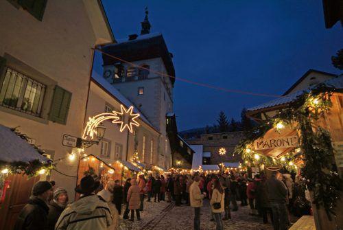 Beliebter Weihnachtsmarkt am geschichtsträchtigen Martinsplatz.STADT BREGENZ