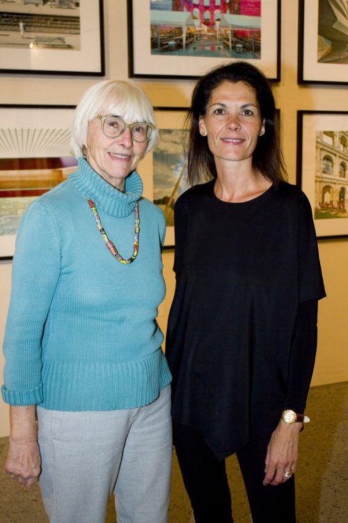 Brigitte Flinspach (l.) und Pilar Zerpa-Thurnher kamen zur Präsentation.