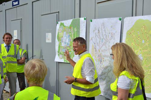 Bürgermeister Hans-Jörg Henle (r.) macht offensive Standortpolitik und hat dabei Rückhalt der Bürger und über die Fraktionsgrenzen hinweg. SL