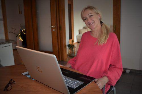 Carmen Dür unterhält sich mit ihrem Sohn Mathias via Skype. HRJ