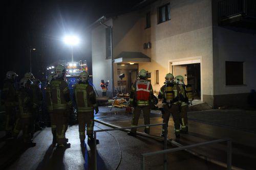 Das Feuer brach in derHasenfeldstraße im Lagerraum einer Firma aus. FW Lustenau