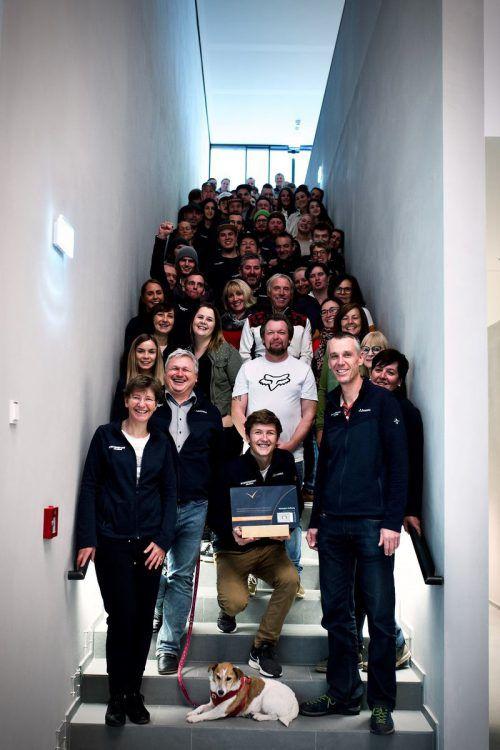 Das gesamte Team von Intersport Arlberg freut sich über die Auszeichnung. intersport