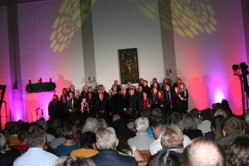 Das Konzert der Gospel-Family in der Altacher Pfarrkirche war ausverkauft und sorgte für viel weihnachtliche Stimmung. Mäser
