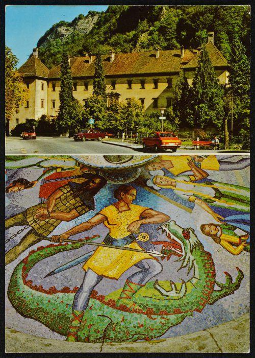 Das Lied gliedert sich in zwei Teile. Wobei der Erste die Ehe Kriemhilds mit Siegfried und dessen Tod beinhaltet, während im Zweiten die Rache Kriemhilds dominiert. S. Risch-Lau,               Helmut Klapper, Plakatsammlung Reinhold Luger , Ansichtskartensammlung, Vorarlberger Landesbibliothek