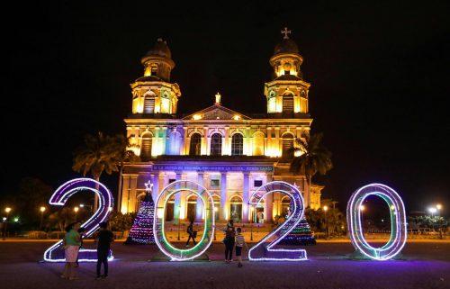 Das neue Jahr wird in verschiedensten Formen willkommen geheißen. In Managua wurde 2020 am Revolution Square mit Lichtern in Szene gesetzt.afp