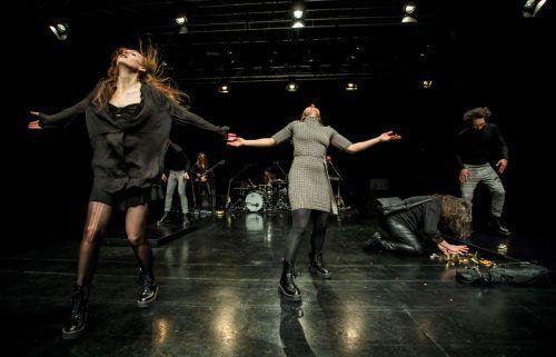Das neueste Stück des Aktionstheaters feierte am Dienstagabend im Spielboden Dornbirn erfolgreiche Uraufführung. VN/Paulitsch