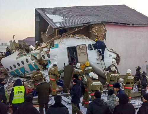 Das Passagierflugzeug verlor an Höhe und rammte ein Haus. AFP