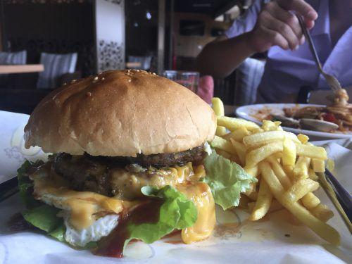 Das steigende Gewicht der Menschen könnte den globalen Bedarf an Kalorien aus Lebensmitteln erhöhen, sagen Wissenschaftler. ap