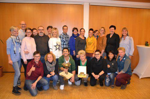 Das Team des Sozialzentrums Bürs freut sich über die Verleihung des ersten Preises vom Dachverband der Altenpflege. BI