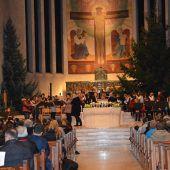 Musikschüler spielen zum Advent