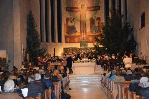 """Das Weihnachtskonzert """"Wir sagen euch an …"""" findet in St. Peter und Paul statt. vv"""