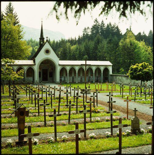 Der 1876 angelegte Valduna Friedhof in Rankweil wurde 1998 stillgelegt, mit einer Ausnahme: der Friedhof der ungeborenen Kinder. Hier befindet sich auch Wehrmachtsfriedhof und ein russischer Teil. Raumplanung/LV, Rudolf Zündel (VN), Sammlung Risch-Lau, Helmut Klapper, Vorarlberger Landesbibliothek