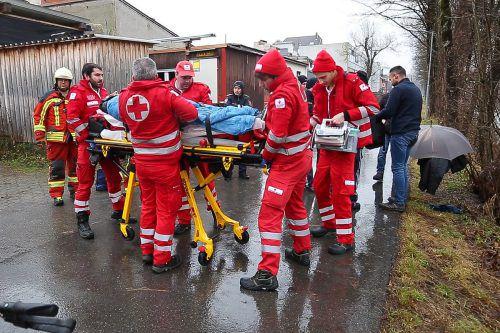 Der abgestürzte Pensionist wurde von der Feuerwehr Bludenz geborgen und anschließend der alarmierten Rettung übergeben. B. hofmeister
