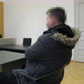In Zerstörungswut ÖBB-Schutzglas zertrümmert