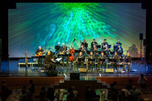 Der Big Band Club Dornbirn trumpfte beim 20. Jazz-X-Mas in der ausverkauften Kulturbühne AmBach ordentlich auf. Christian Grass
