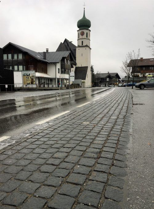Der Gehsteig im Zentrum von St. Gallenkirch wird erneuert. VN/JS