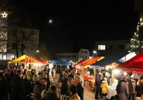 Der Koblacher Krömlemarkt wurde von den Besuchern gut angenommen. Bis in die Dunkelheit hinein wurde gestöbert und auch bei warmen Getränken getratscht. Mäser