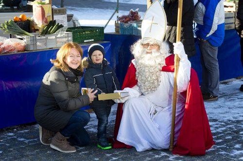 Der Nikolaus wird morgen, Mittwoch 4. Dezember, den Rankweiler Wochenmarkt besuchen und aus seinem goldenen Buch vorlesen. Marktgemeinde/Mathis