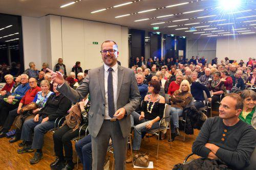 Der Panoramasaal im Landeskrankenhaus Feldkirch war einmal mehr bis auf den letzten Platz besetzt. Primar Matthias Frick traf mit seinem Thema den Nerv der Bevölkerung. vn/lerch