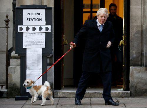 Der Regierungschef gab seine Stimme im Wahllokal in der Methodist Central Hall in London ab. Begleitet wurde er vom Hund Dilyn. reuters