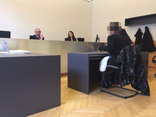 Die 62-jährige Angeklagte zeigte sich vor Gericht entsetzt über die Vorwürfe ihres Ex-Ehemanns, schlussendlich wurde sie freigesprochen. vn/gs