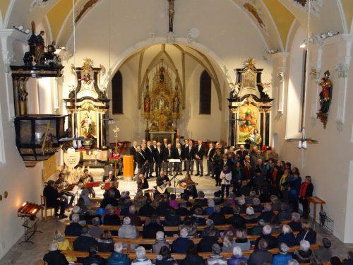 Die adventliche Feierstunde in der Pfarrkirche Nenzing verzaubert jedes Jahr.EM