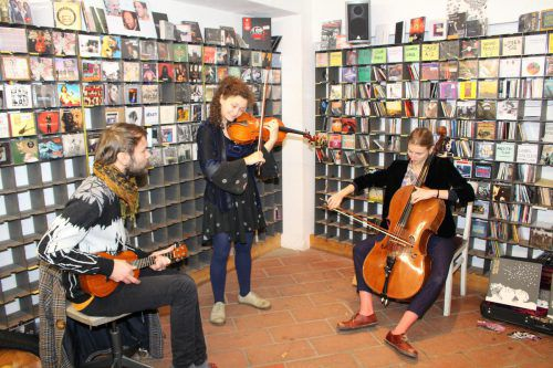 """Die Alpine Dweller präsentierten im Musikladen Feldkirch ihr Album """"Among Others"""".heilmann"""