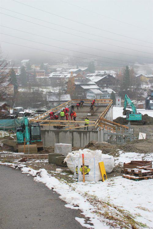 Die Arbeiten an der neuen Pumpstation in Gaschurn biegen allmählich auf die Zielgerade ein. VN/JS