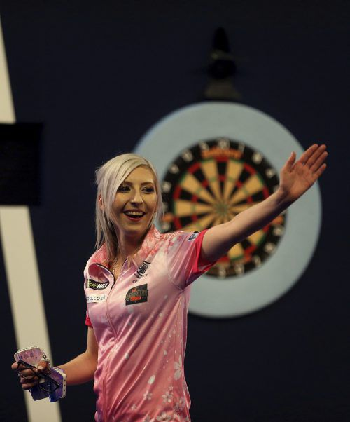 Die Engländerin Fallon Sherrock schrieb bei der Darts-WM Geschichte und sorgte durch den ersten Sieg einer Frau über einen Mann für Gänsehautatmosphäre.AP