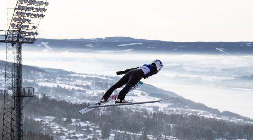 Die ersten Sprünge von der Großschanze in Lillehammer waren schon nach dem Geschmack von Eva Pinkelnig.oesv/derganc