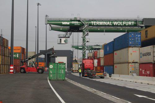 Die globale Konjunktureintrübung führte bei den Exporten zu einer Halbierung des Wachstums auf etwa drei Prozent und 154,5 Milliarden Euro. rauch