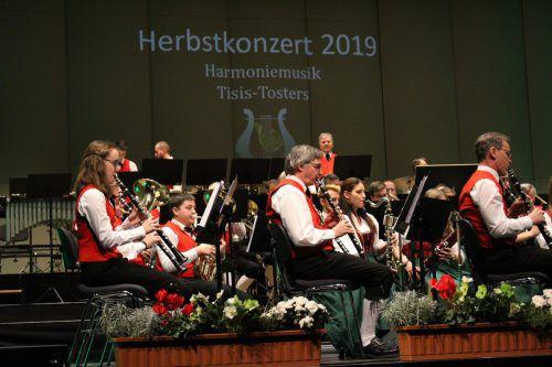 Die Harmoniemusik Tisis-Tosters beeindruckte das Publikum mit einem abwechslungsreichen Programm. Heilmann (2)