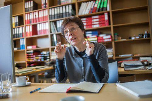 Die Judaistin Dr. Eva Grabherr empfindet die alten Texte als unverzichtbares Bindeglied. VN/Steurer