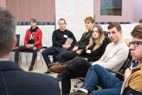 Die Jugendlichen setzten sich mit politischen Themen auseinander und nutzten die Gelegenheit, Vorarlbergs Politikern auf den Zahn zu fühlen. aha