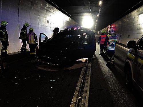 Die Kollision hatte einen Großeinsatz der Feuerwehr im Tunnel zur Folge. FW DAlaas