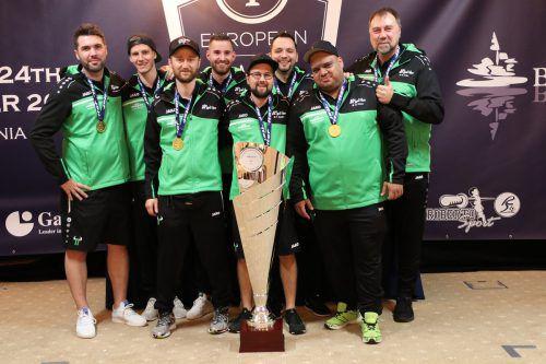 Die Mannschaft aus St. Gallen mit Cihan An (3.v.l.) gewann die Championsleague im Tischfußball.Verein