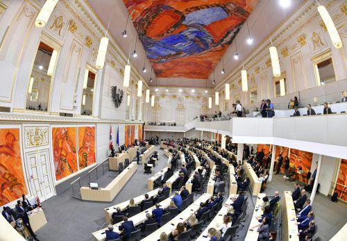 Die Neuwahl Ende September hat das Kräfteverhältnis im Parlament verändert. Die Grünen kehrten zurück, SPÖ und FPÖ verloren Stimmen. APA