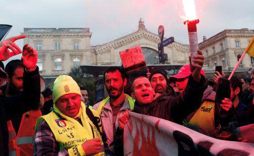 Die Protestierenden machen gegen die geplante Pensionsreform mobil. reuters