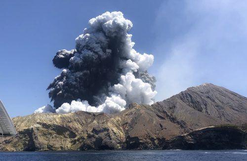 Die Retter könnten die Insel wegen der Gefahr eines neuen Ausbruchs nicht betreten.