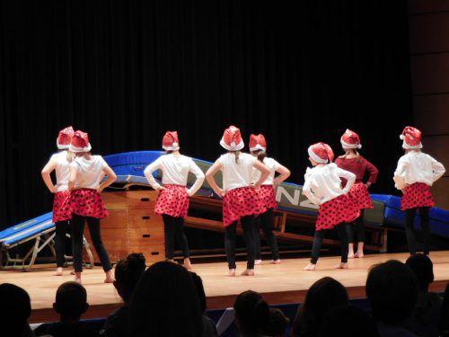Die verschiedenen Gruppen des TS Mäder haben für das Nikolausturnen ein abwechslungsreiches Programm vorbereitet. mäser