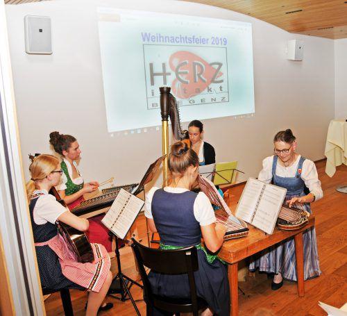 Die Wälder Saitenmusik mit Leiterin Luzia Richter.