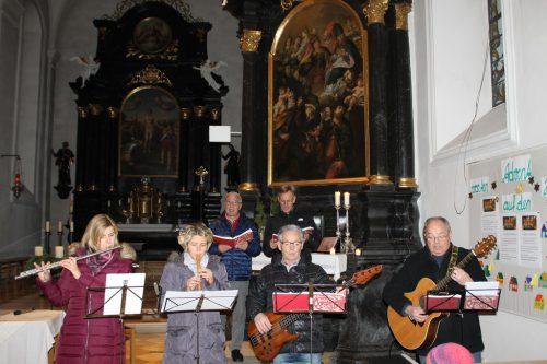 Die Zigeuner Gottes begleiten die Lesung musikalisch. ZER
