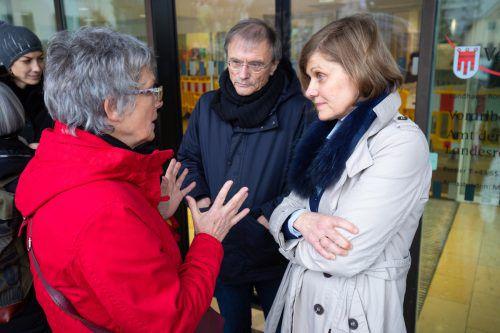 Die zuständige Landesrätin, Landesstatthalterin Barbara Schöbi-Fink, war bei der Demonstration anwesend und unterhielt sich mit den Kritikern.VN/Hartinger