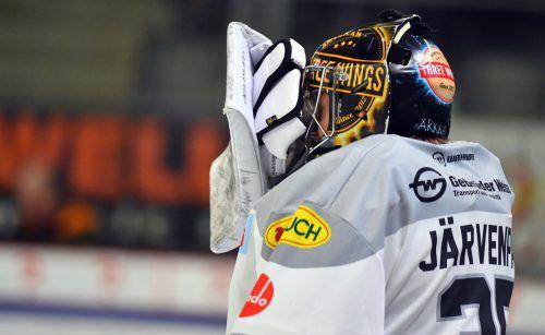Dornbirn-Goalie Juha Järvenpää kann das bescheidene Auftreten seines Teams nicht fassen.gepa