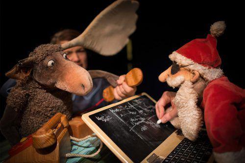 Ein tolles Team: Der optimistische Elch Olaf und der launische Weihnachtsmann. Theater Zitadelle