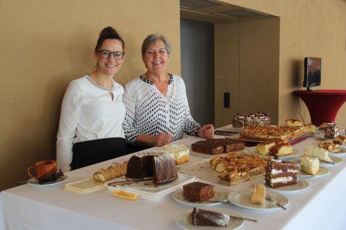 Elisabeth Kohler und Mama Maria Schuchter verwalteten das Kuchenbuffet.