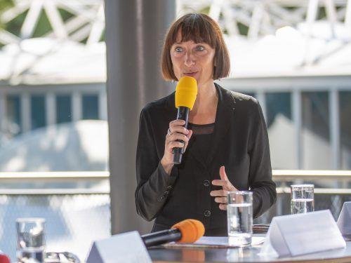 Elisabeth Sobotka hat das Programm ausgeweitet und schätzt die Möglichkeiten auf den verschiedenen Bühnen in Bregenz. sams
